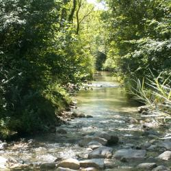 La rivière Gervanne qui coule en bas du Dérot