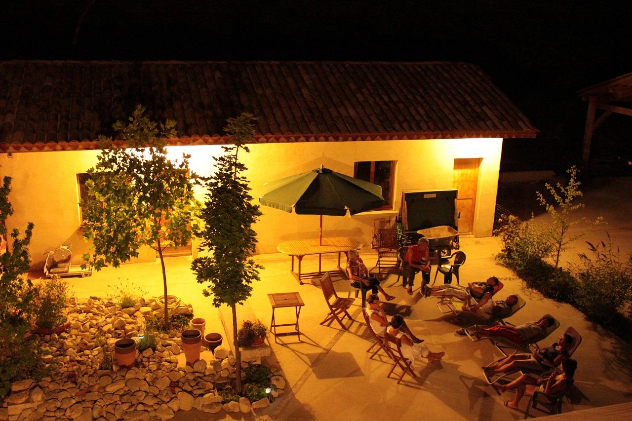La terrasse pendant une soirée d'été